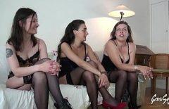 ثلاث فتيات مثلية مارس الجنس بوحشية مع رجل مع صاحب الديك رفع إلى أقصى الحدود