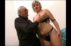 كبير الثدي أمي الملاعين 75 عاما