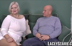 يوافق زوجان يبلغان من العمر 50 عامًا على إنتاج أفلام إباحية للبالغين ويمارس الجنس مع كاميراتهم