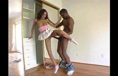 الفتيات يمارسن الجنس مع رجل أسود مع ديك كبيرة