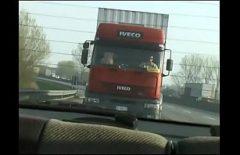 تخاف من سائق الشاحنة أثناء ممارسة الجنس