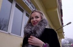 امرأة ألمانية رائعة معلقة في الأماكن العامة من قبل رجل ثري ومارس الجنس بشدة