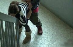 امرأة صينية تمارس الجنس على درج المبنى من قبل رئيسها