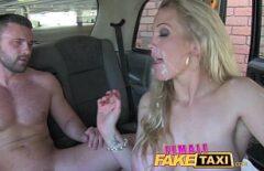 ميزة الفيلم الإباحية مع شقراء مارس الجنس في سيارة أجرة أكل نائب الرئيس