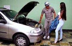 يأخذه لضبط محرك سيارته ثم يأخذه ليحبها قليلاً في بوسها